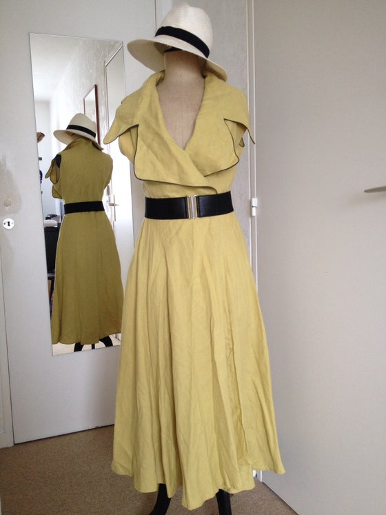 Image of Robe portefeuille avec grand col tailleur