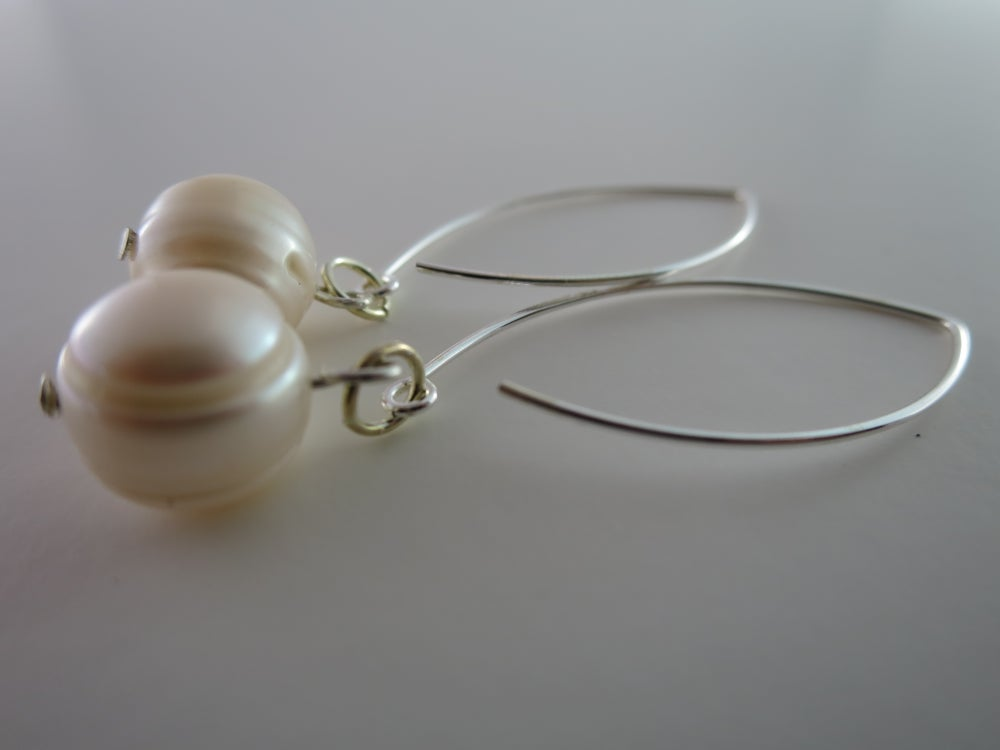 Image of E015 - Pearl earrings