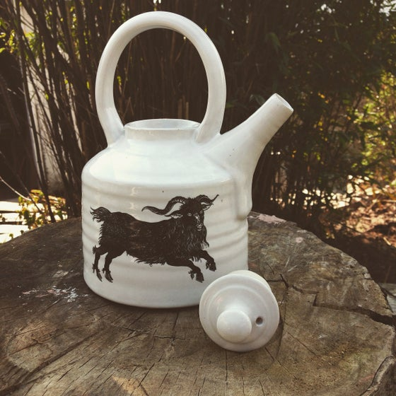"Image of The ""flock and Cete"" teapot"