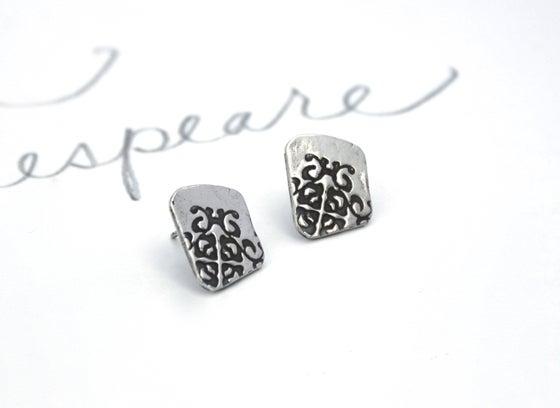 Image of sterling silver tudor rose post earrings . E1