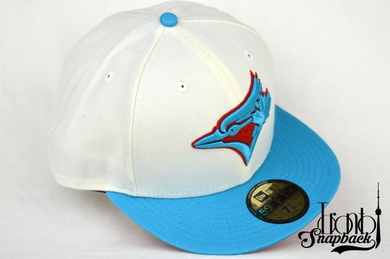 Image of TORONTO BLUE JAYS CUSTOM WHT, TEL & RED NEW ERA 5950 FITTED CAP