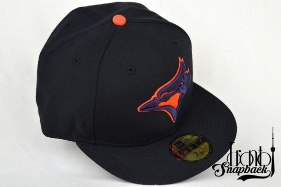 Image of TORONTO BLUE JAYS BLK/PUR/ORG NEW ERA 5950 FITTED CAP