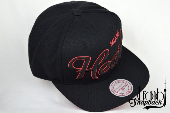 Image of MIAMI HEATS BLACK & RED MITCHELL & NESS SCRIPT STRAPBACK CAP