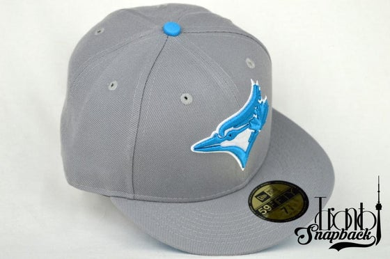 Image of TORONTO BLUEJAYS CUSTOM GRY/PWDR BLU NEW ERA 5950 FITTED HAT