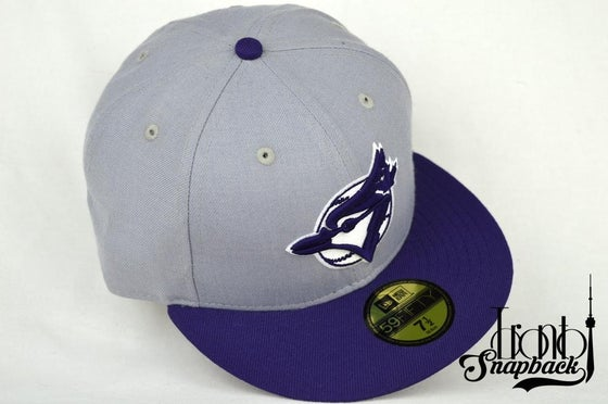 Image of TORONTO BLUEJAYS GREY/PURPLE/WHITE NEW ERA 5950 FITTED CAP