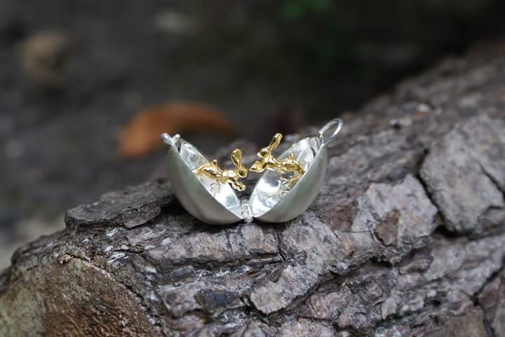 Image of Silver and Gold Boxing Hare Locket