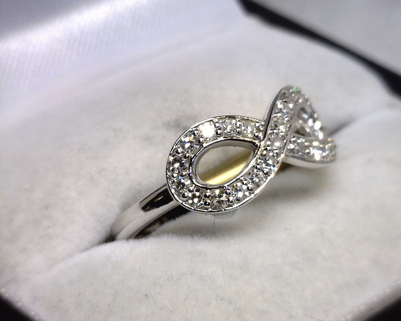rg jewelers � 14k white gold diamond infinity ring