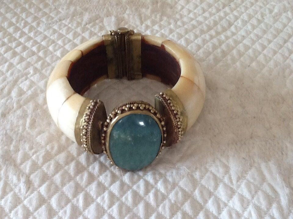 Image of Bracelet vintage couture en corne et pierre dure