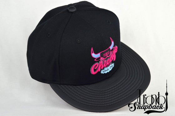 Image of CHICAGO BULLS CUSTOM LEATHER VISOR NEW ERA 950 SNAPBACK CAP