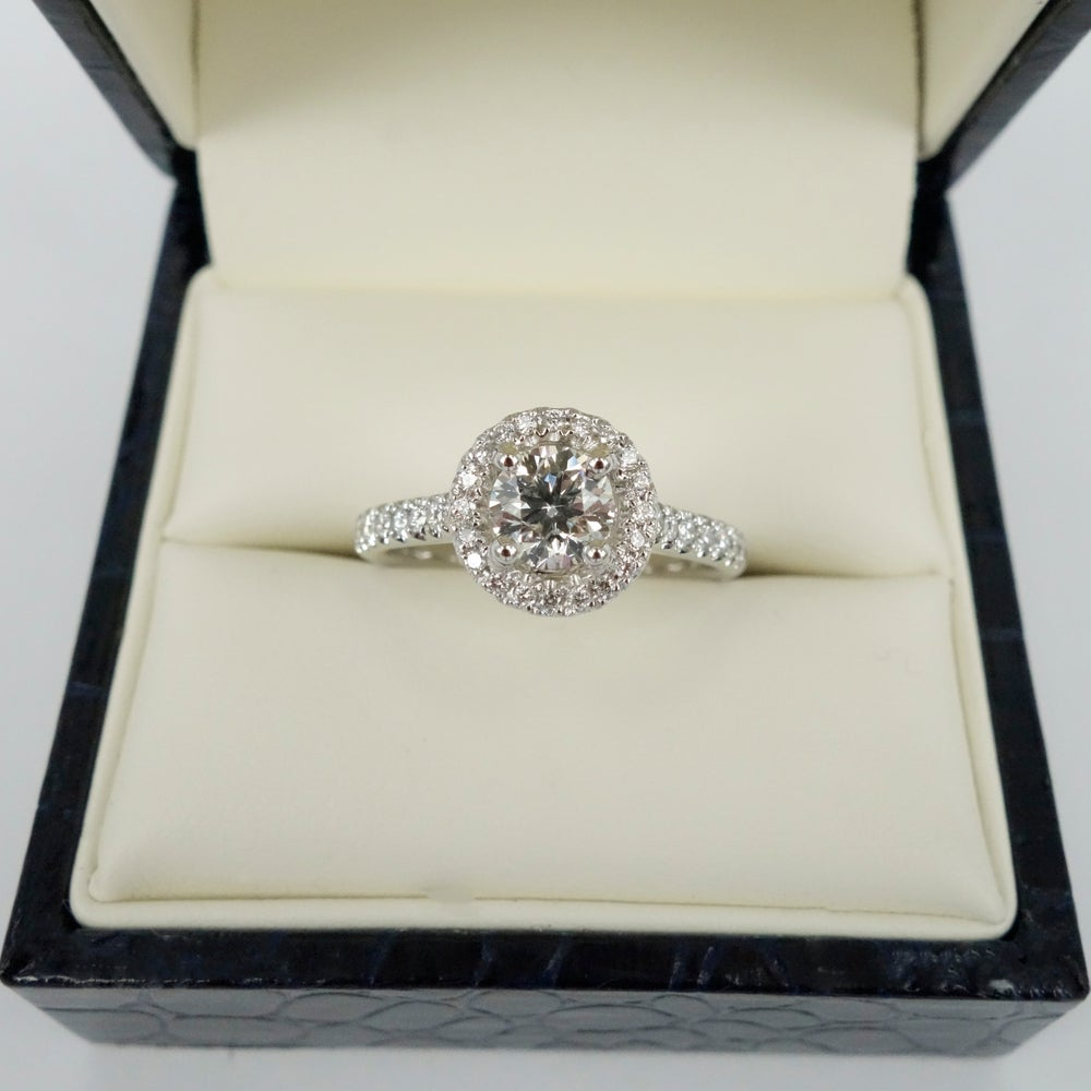 Image of 18ct Art Deco style cluster
