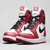"Image of Nike Air Jordan 1 ""Chicago"" GS"
