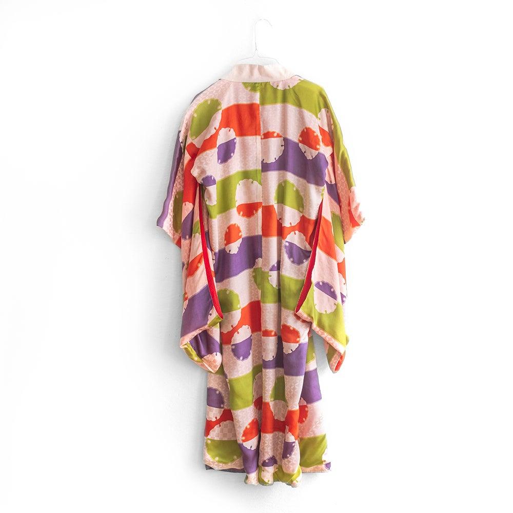 Image of Rosa silke kimono med multifarvet mønster