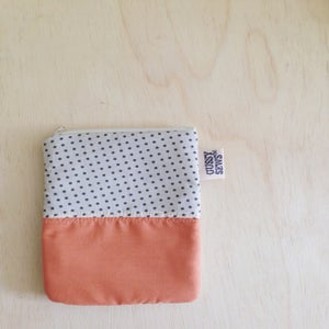 Image of gray polka dot & peach, vertical pouch