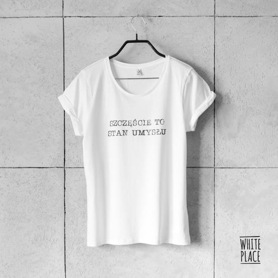 Zdjęcie przedstawia koszulka / szczęście to stan umysłu