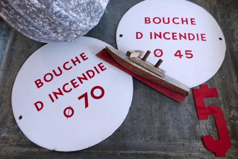 Image of Anciennes plaques émaillées de pompier