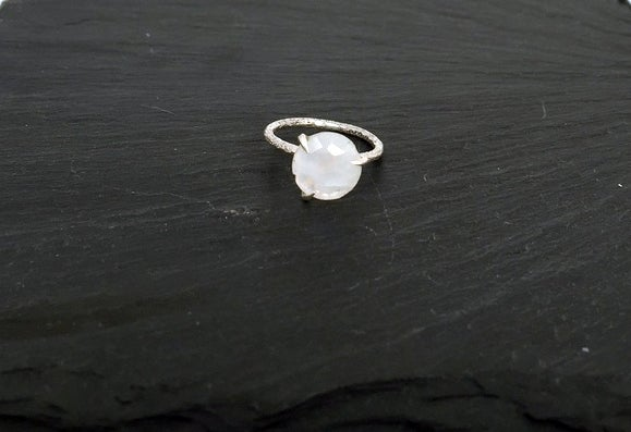 Image of Clawring fancy cut in 925 silver with a moonstone