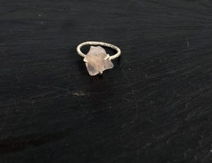 Image of Clawring ruff in 925 silver with a rose quartz