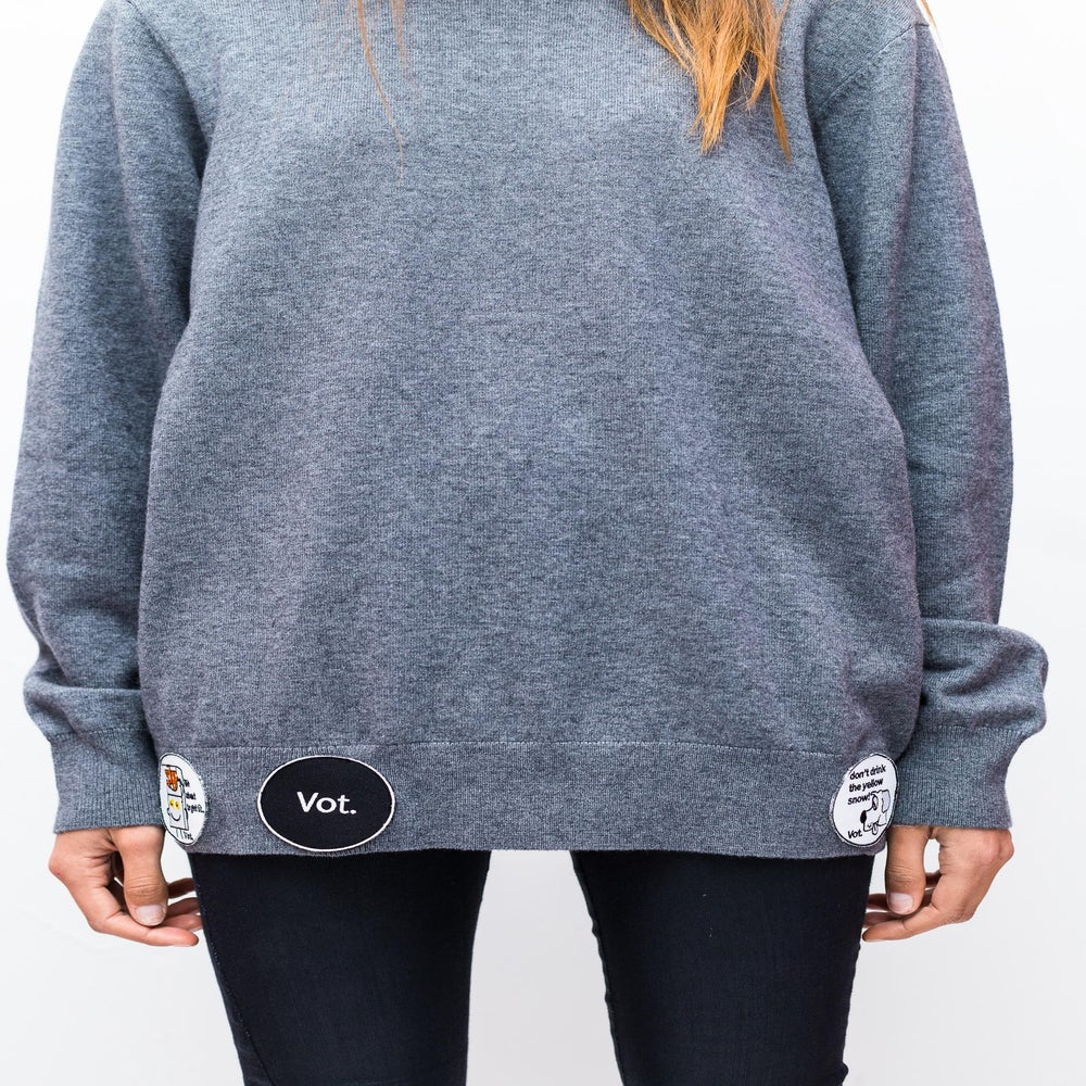 Image of GREY BADGE KNIT.