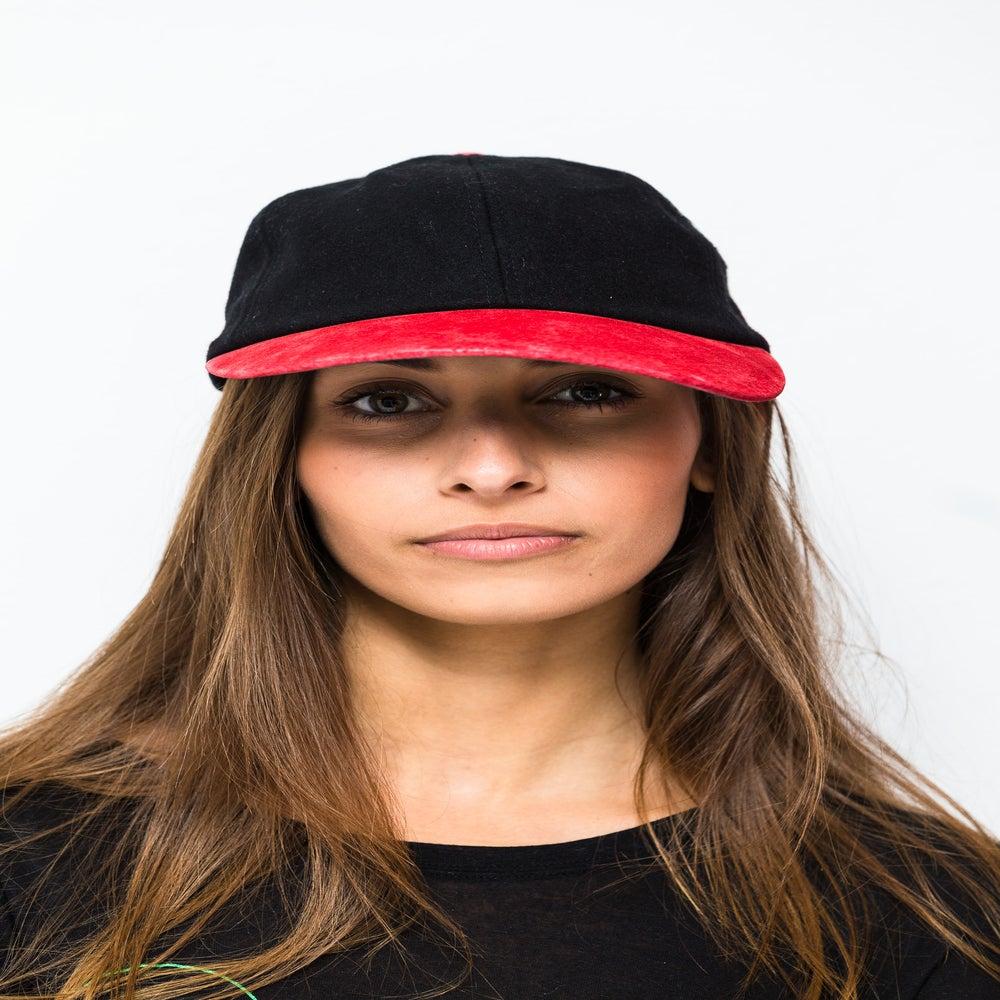 Image of VOT BADGE CAP. BLACK/RED