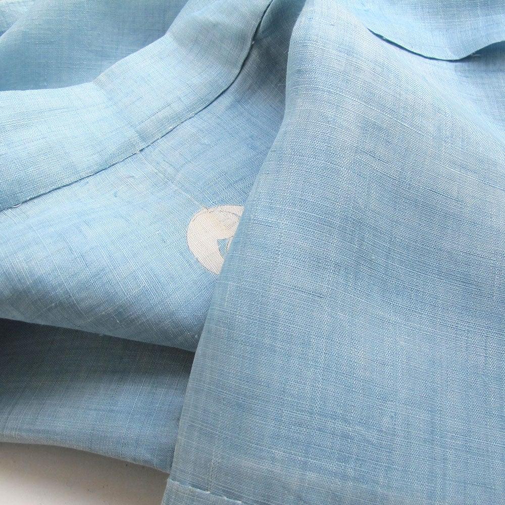 Image of Lyseblå kimono af hør med ying/yang symbol