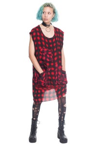 Image of Sleeveless Oversized Fishing Tee With Red Check Print