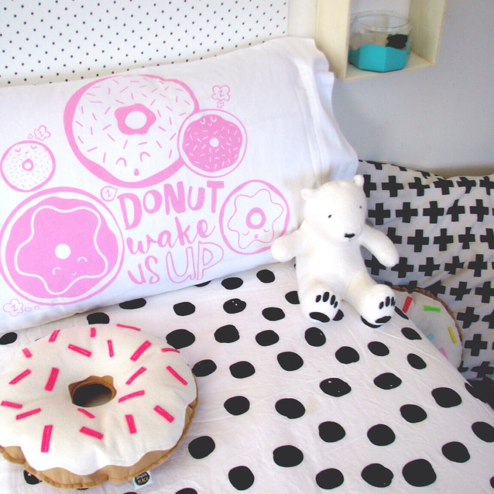 Image of ORIGINAL DONUTS - CREAM WITH HOT PINK SPRINKLES