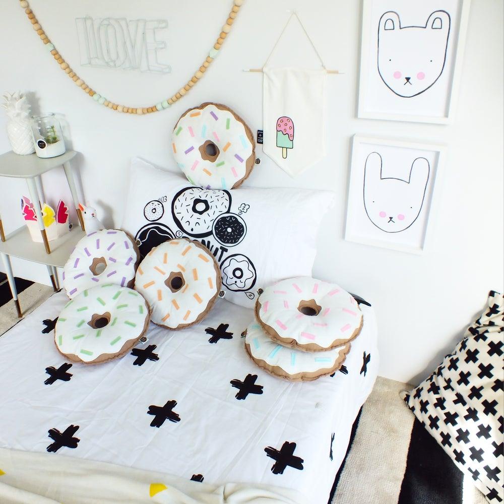 Image of THE PASTEL DONUTS - TUTTI FRUITI AND CREAM