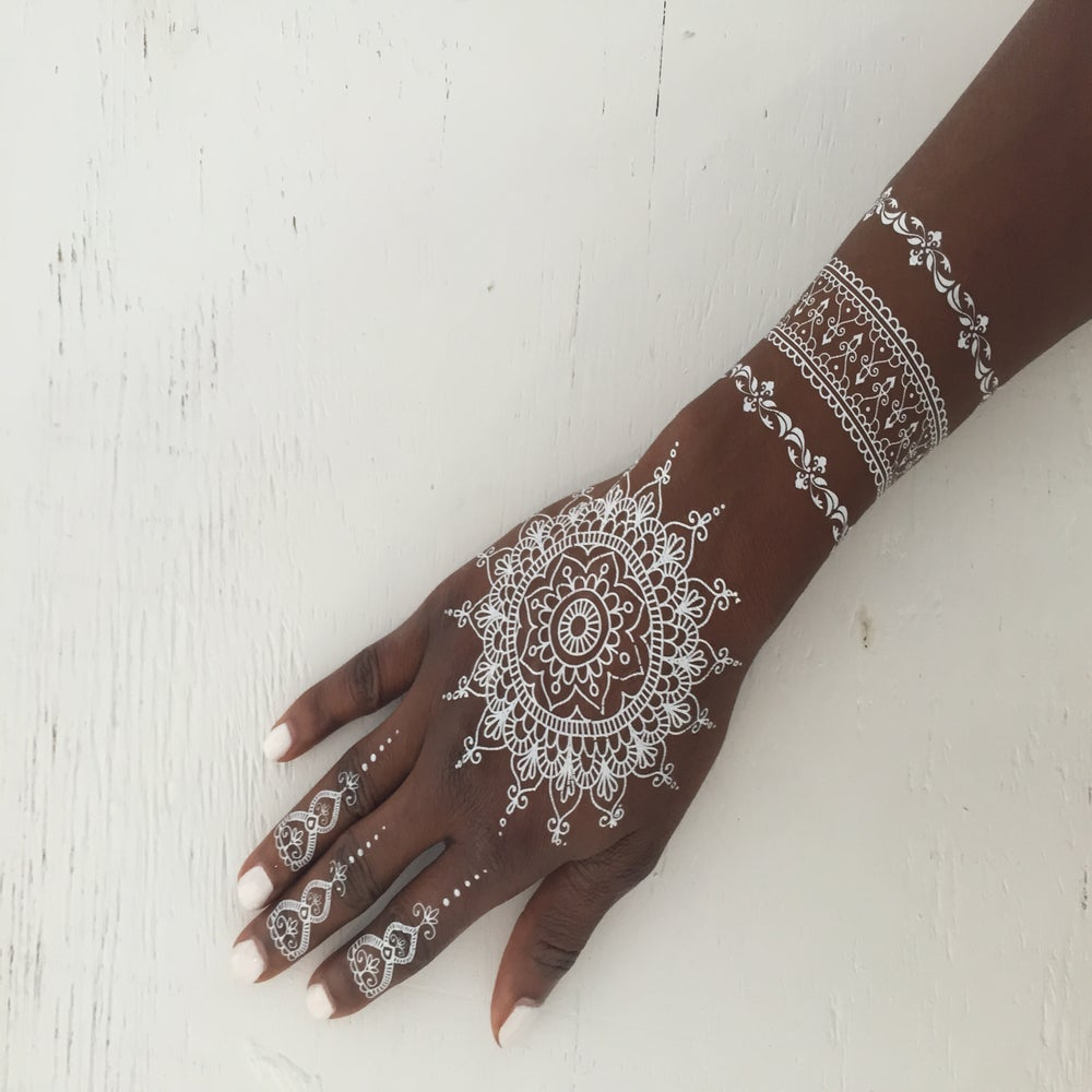 White Mehndi Tattoo : Abeena white henna tattoo limelighttattoos