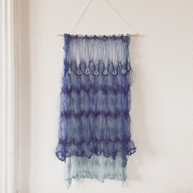 Image of Wallhanger Blue w. Drop Pattern