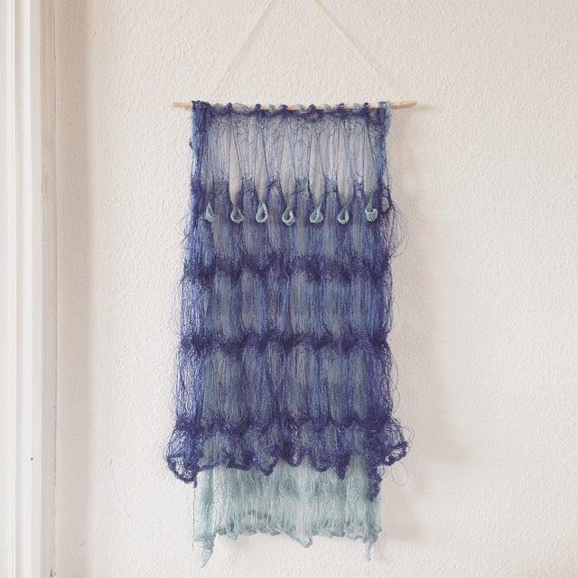 Image of Wallhanger Blue w. Drop Pattern
