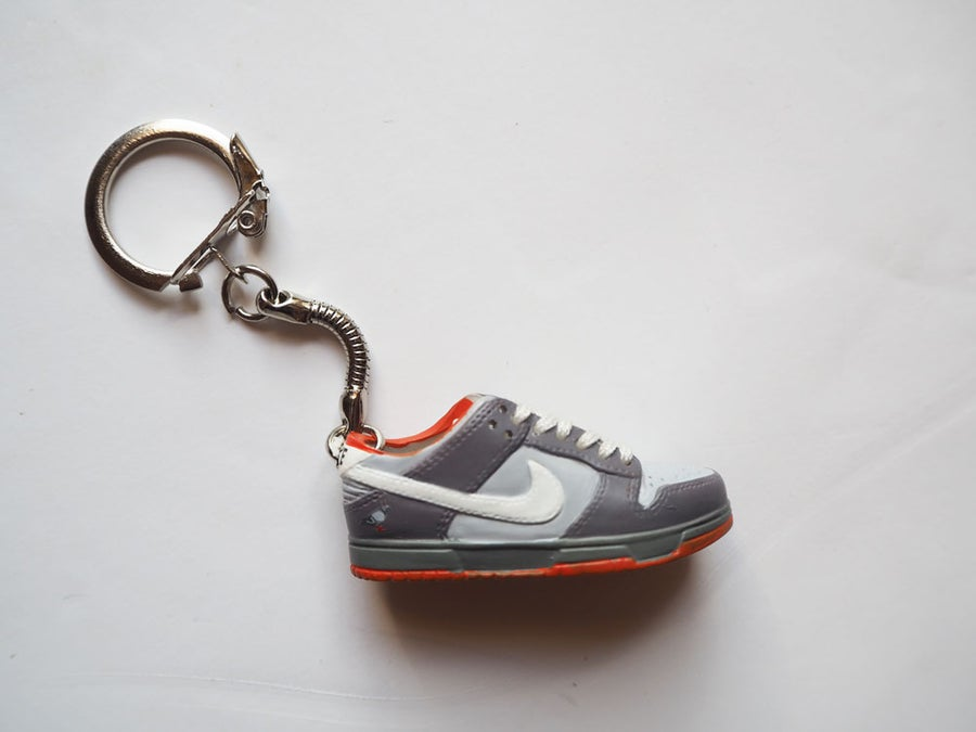 Image of Sneakers keychain Pigeon