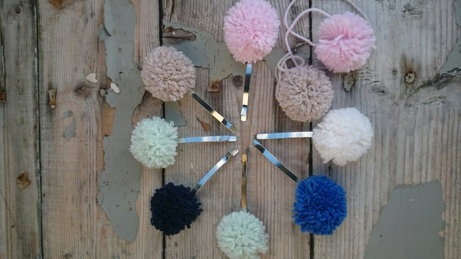 Image of Pompom Hairclip