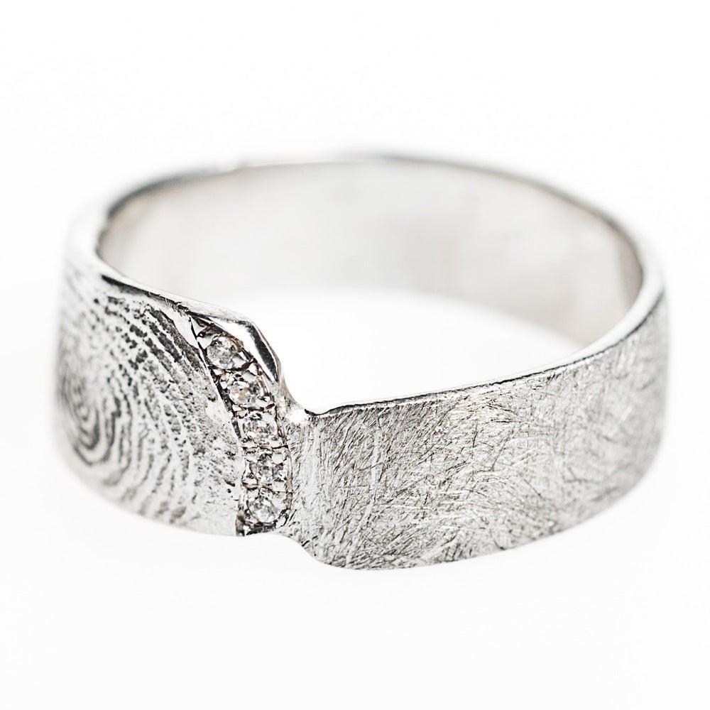 Hanne Schoofs  u2014 verlovingsring,trouwring met vingerafdruk, vingerafdrukken,op maat