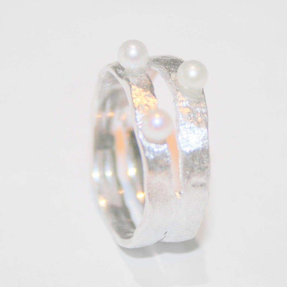 Image of Ring met 2 banden en 3 zoetwaterparels, ringen, Wijngaardstraat, Antwerpen