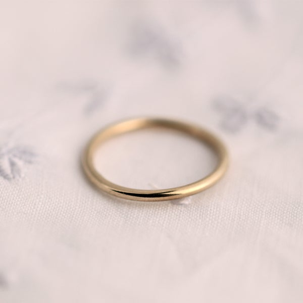 Image of gold ring with round profile