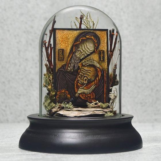 """Image of """"Sanctus Nurgrim Rottus Relic"""" Miniature Glass Dome Terrarium"""