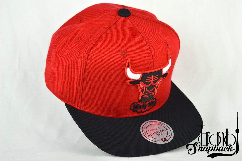 Image of CHICAGO BULLS MITCHELL & NESS XL LOGO 2T RED & BLACK WINDY CITY SNAPBACK HAT
