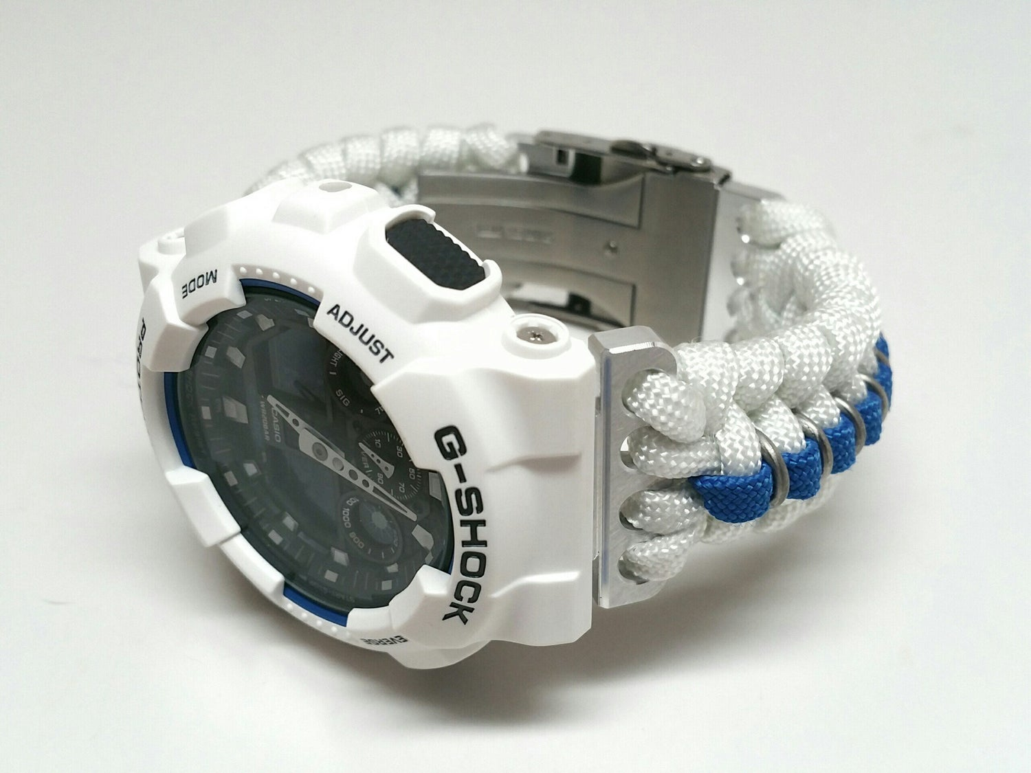 Image of R_Two-Dee_Two Paracord - Limited Model