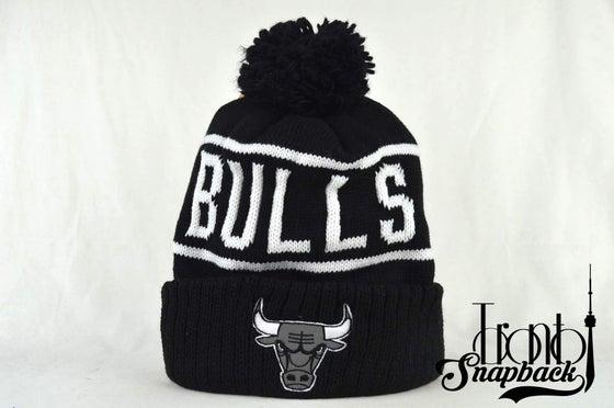 Image of CHICAGO BULLS BLACK & WHITE NBA MITCHELL & NESS WINTER BEANIE