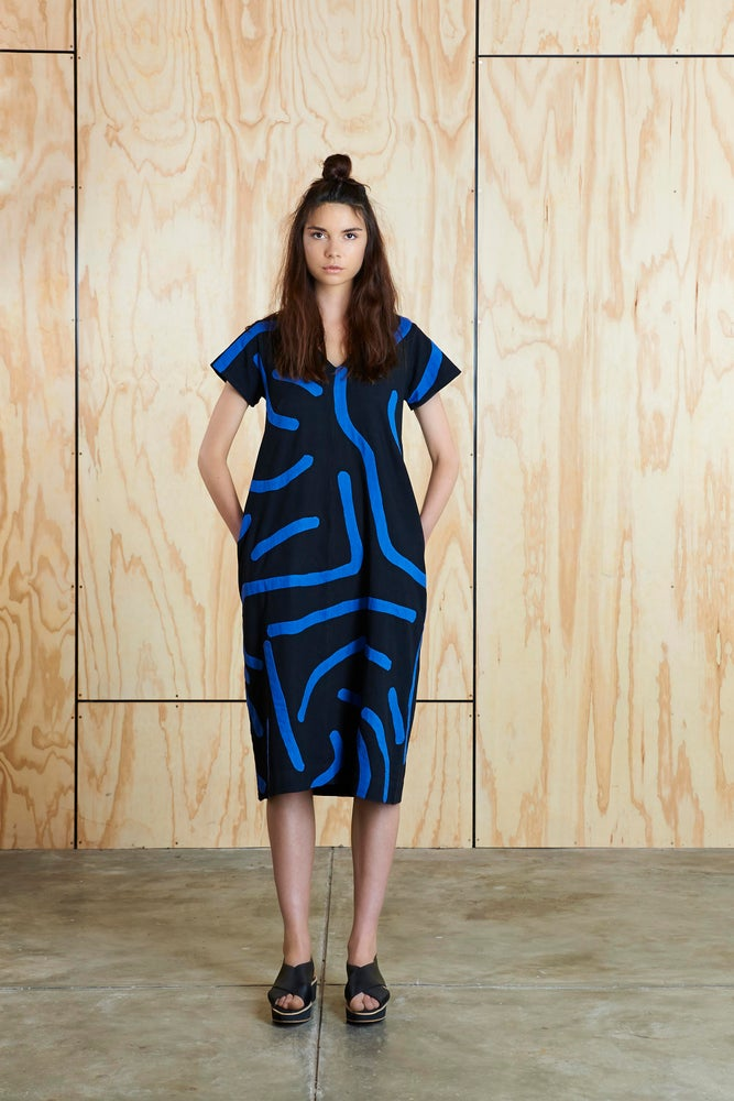 Image of Big Creases Dress in Black/Blue