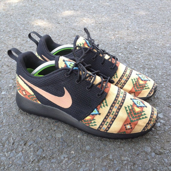 "Image of Nike Roshe Run ""Aztec Blackout"" Size 10"