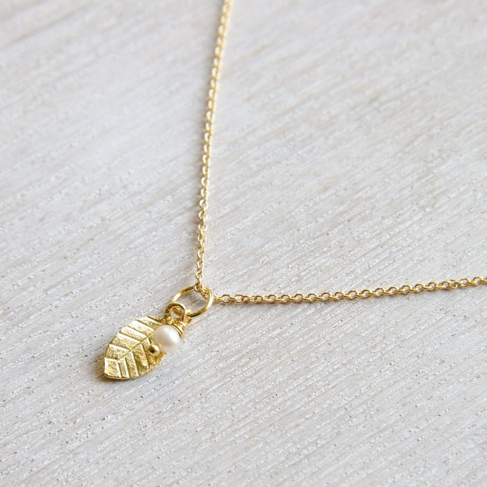 Image of Freshwater Pearl And Gold Leaf Necklace
