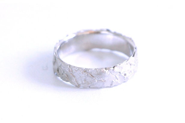 Image of Dans la roche, Wedding rings set in Fairmined red and white gold with diamond