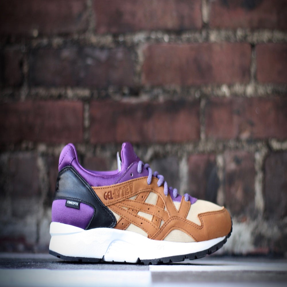"Image of ASICS GEL LYTE V X CONCEPTS ""MIX AND MATCH"" PURPLE"