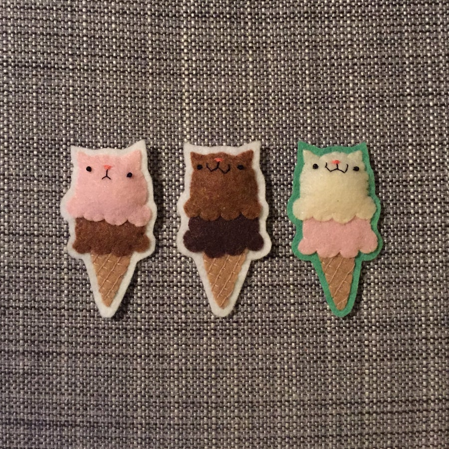 Image of kitteh ice cream cone brooches (made-to-order)
