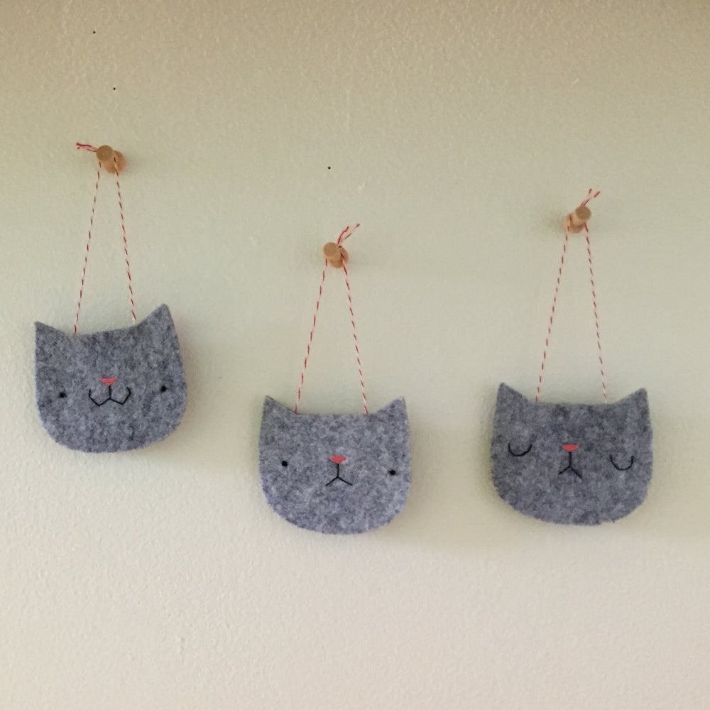 Image of cat head ornaments (made-to-order)