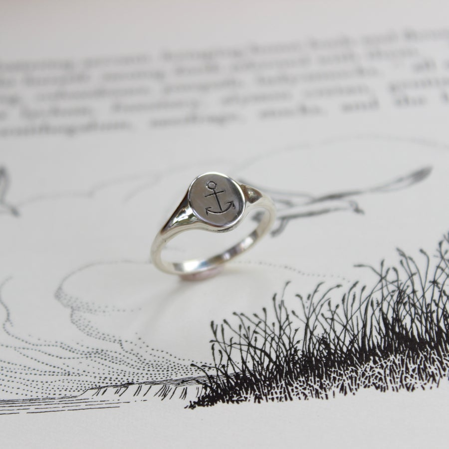 Image of small anchor signet ring