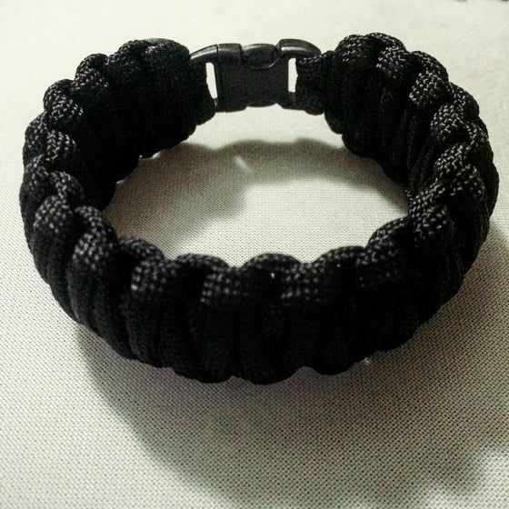 Image of [King_cobra_paracord_braclet]