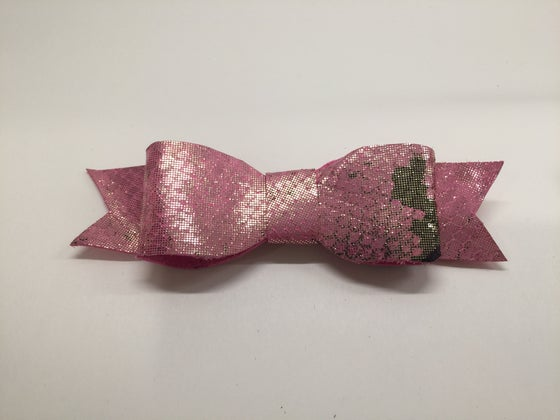 Image of Pink snake capri bow