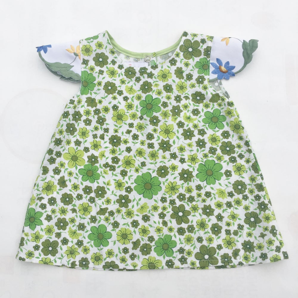 Image of Baby doily sleeved dress - size 00 - Green floral